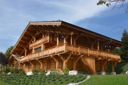002 Only two luxurious chalets for sale   Seulement deux chalets individuels de plus de 650 m2 sont en vente